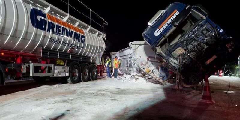 Lkw-Unfall auf der A1 bei Münster - Foto: Guido Kirchner