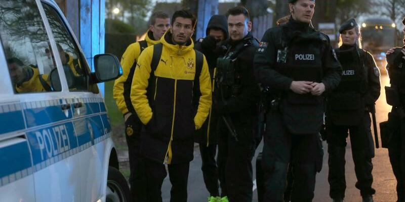 Spieler und Polizei - Foto: Ina Fassbender