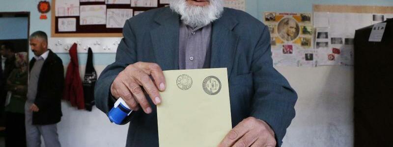 An der Wahlurne - Foto: Depo Photos