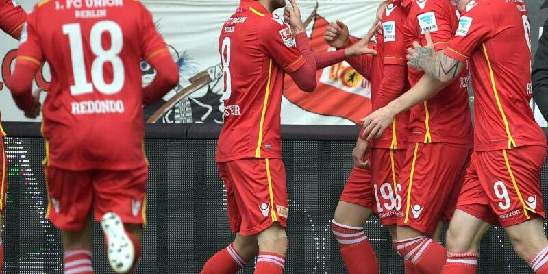 Jubel - Foto: Die Spieler von Union Berlin feiern den Treffer von Damir Kreilach zur 1:0-Führung. Foto:Britta Pedersen