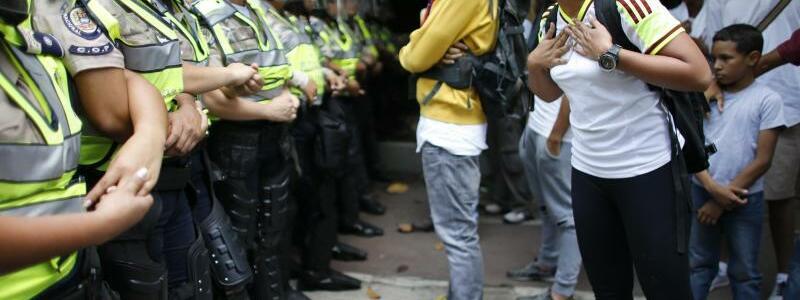 Konfrontation - Foto: Ariana Cubillos