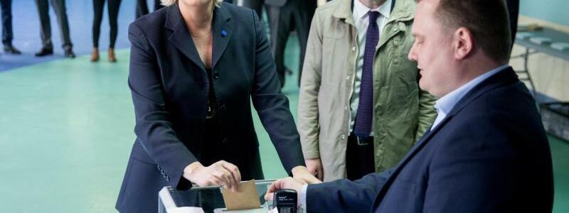 Stimmabgabe Marine Le Pen - Foto: Kay Nietfeld