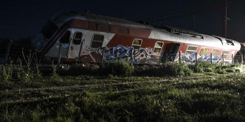 Zug entgleist - Foto: Giannis Papanikos