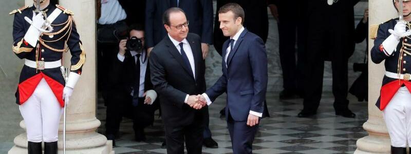 Hollande und Macron - Foto: Patrick Kovarik