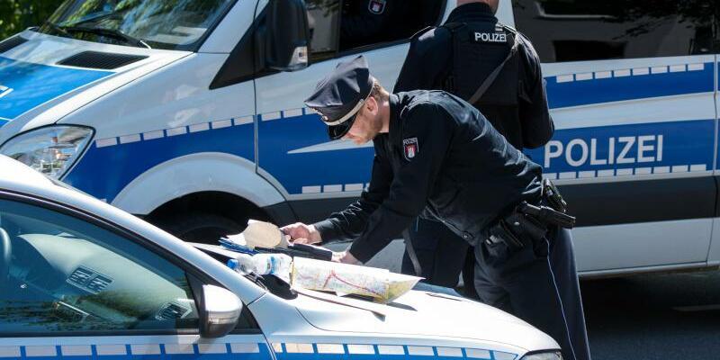 Polizei im Einsatz - Foto: Daniel Bockwoldt