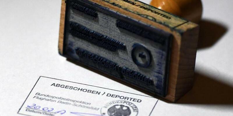 Abschiebung von Ausländern - Foto: Ralf Hirschberger