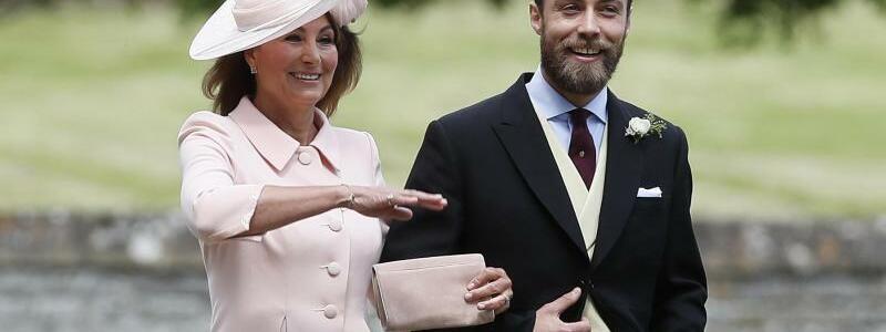Mutter Carole Middleton mit Sohn James - Foto: Kirsty Wigglesworth/AP POOL/dpa