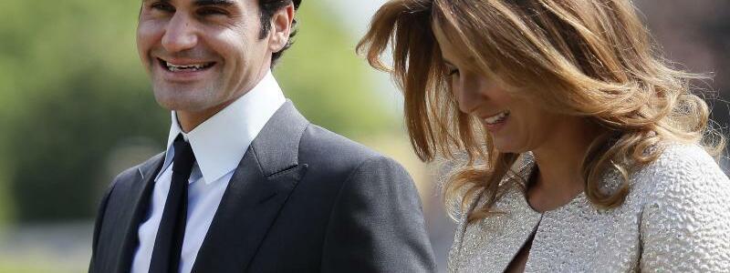 Roger Federer mit Frau Mirka - Foto: Kirsty Wigglesworth/AP POOL/dpa