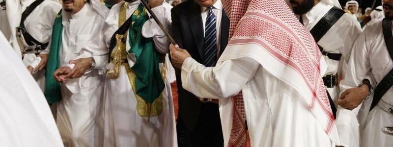 Trump in Saudi-Arabien - Foto: Donald Trump bei der Willkommenszeremonie im Murabba-Palast in Riad. Foto:Evan Vucci
