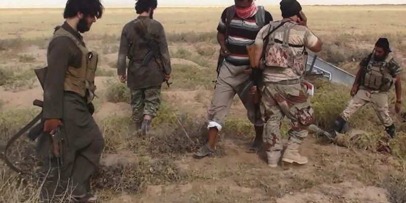 IS-Kämpfer - Foto: IS-Kämpfer:Im Irak und in Syrien steht der IS massiv unter Druck. Schon früher reagierte er darauf mit Attentaten. Foto:Albaraka News