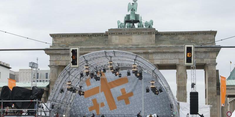 Die Bühne vor dem Brandenburger Tor - Foto: Paul Zinken