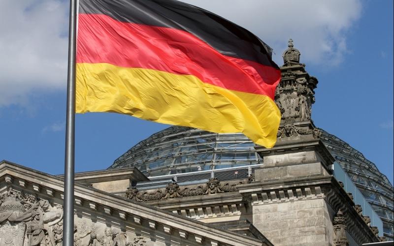 Deutschlandfahne über dem Reichstagsgebäude - Foto: über dts Nachrichtenagentur