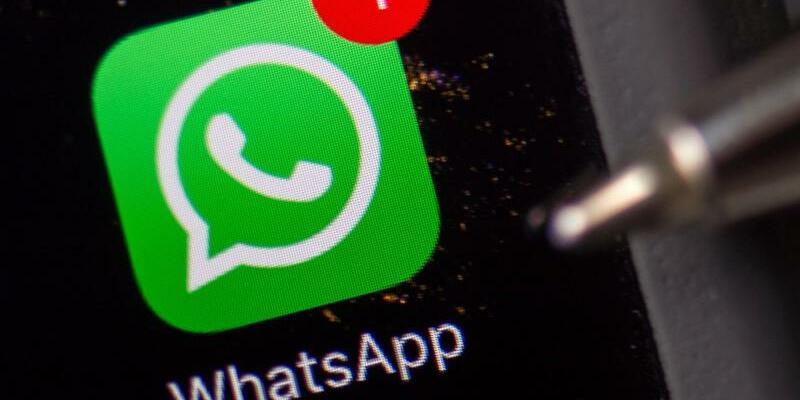 WhatsApp auf einem Smartphone - Foto: «Wir wissen, dass die Terroristen WhatsApp nutzen, deshalb müssen wir die gesetzliche Kontrollmöglichkeit nach der Wahl sofort angehen», sagte Bayerns Innenminister Joachim Herrmann. Foto:Arno Burgi