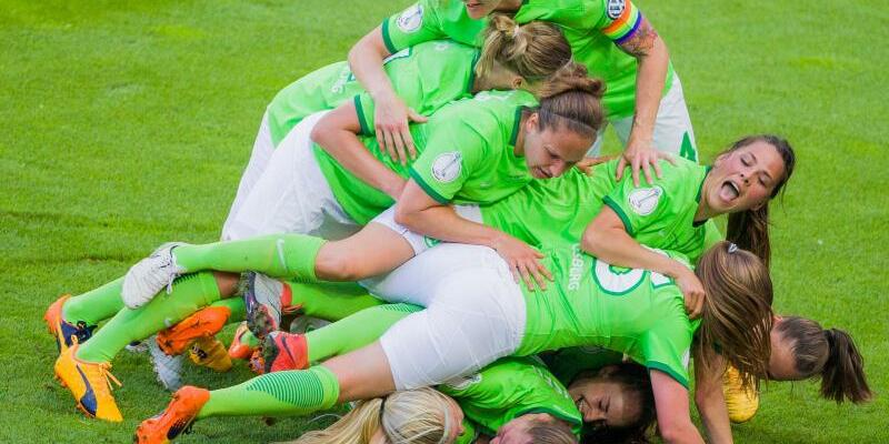 Pokalsiegerinnen - Foto: Rolf Vennenbernd