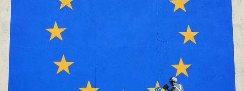 Brexit-Kunstwerk - Foto: Brexit-Kunstwerk des britischen Street-Art-Künstlers Banksy in Dover. Am 19. Juni sollen die Brexit-Gespräche beginnen. Doch May drohte im Wahlkampf immer wieder mit dem Platzen der Gespräche: Lieber gar keine Vereinbarung mit der EU als eine schlechte, i