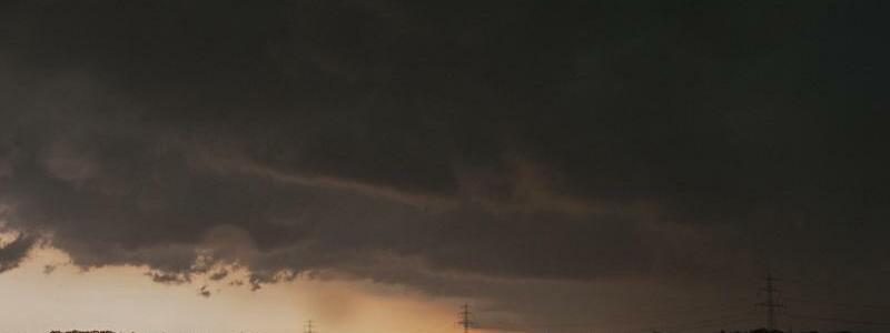 Unwetter im Norden - Foto: Wegen schwerer Unwetter mit Starkregen und Hagel hat der «Hurricane»-Veranstalter Festivalgäste gebeten, möglichst erst am Freitag zu kommen. Foto:Philipp Schulze