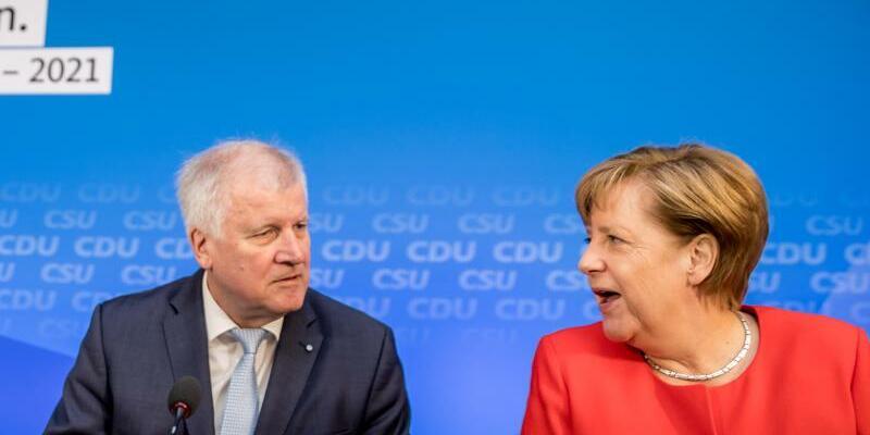 Seehofer und Merkel - Foto: Michale Kappeler