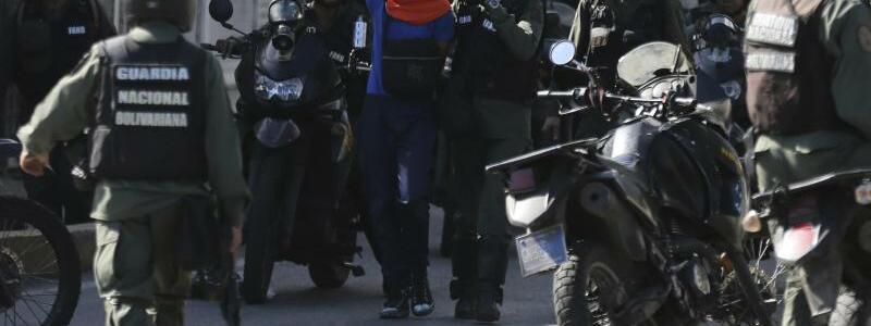 Festnahme eines Demonstranten - Foto: Fernando Llano