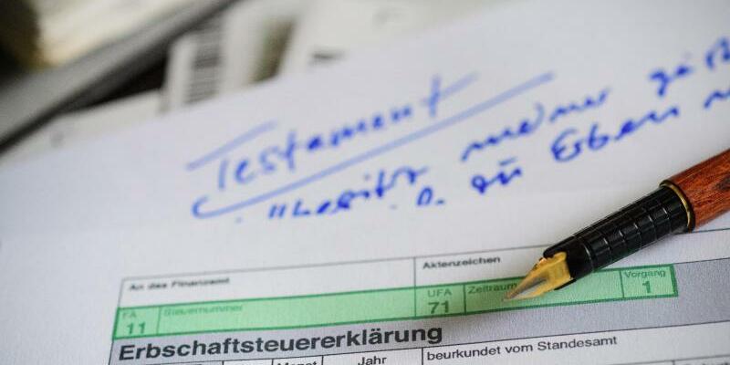 Testament und Erbschaftssteuererklärung - Foto: Hans-Jürgen Wiedl