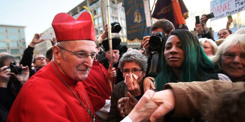Kardinal Joachim Meisner - Foto: Dank:Kardinal Joachim Meisner im März 2014 nach seinem Abschiedsfest vor dem Kölner Dom. Foto:Oliver Berg