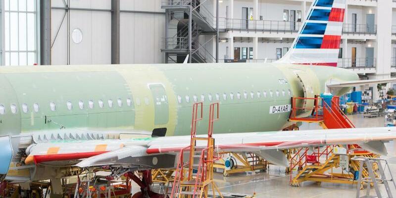 A320-Produktion - Foto: Montage eines Flugzeug aus der A320-Familie in Hamburg:Airbus soll in den nächsten Jahren 140 Flugzeuge nach China liefern. Foto:Lukas Schulze