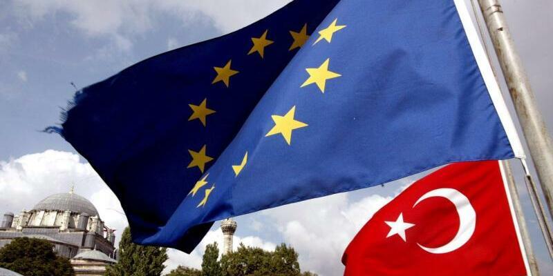 EU - Türkei - Foto: Das EU-Parlament fordert, die Beitrittsverhandlungen mit der Türkei auszusetzen. Foto:Tolga Bozoglu