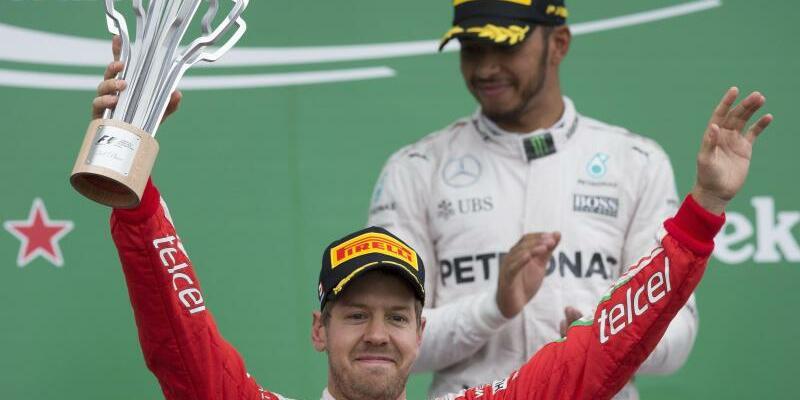 Respekt - Foto: Trotz des Remplers von Baku bekundet Lewis Hamilton (hinten) Sebastian Vettel immer noch mit Respekt zu begegnen. Foto:Valdrin Xhemaj
