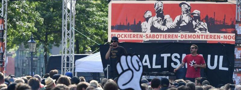 G20-Demonstration - Foto: Es geht los:G20-Gegner ziehen bei der Demonstration «Welcome to hell» durch Hamburg. Foto:Boris Roessler