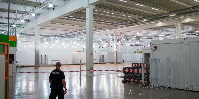 Gefangenensammelstelle - Foto: Hereinspaziert:Zellentrakt in der eigens für den G20-Gipfel eingerichteten Gefangenensammelstelle. Foto:Axel Heimken