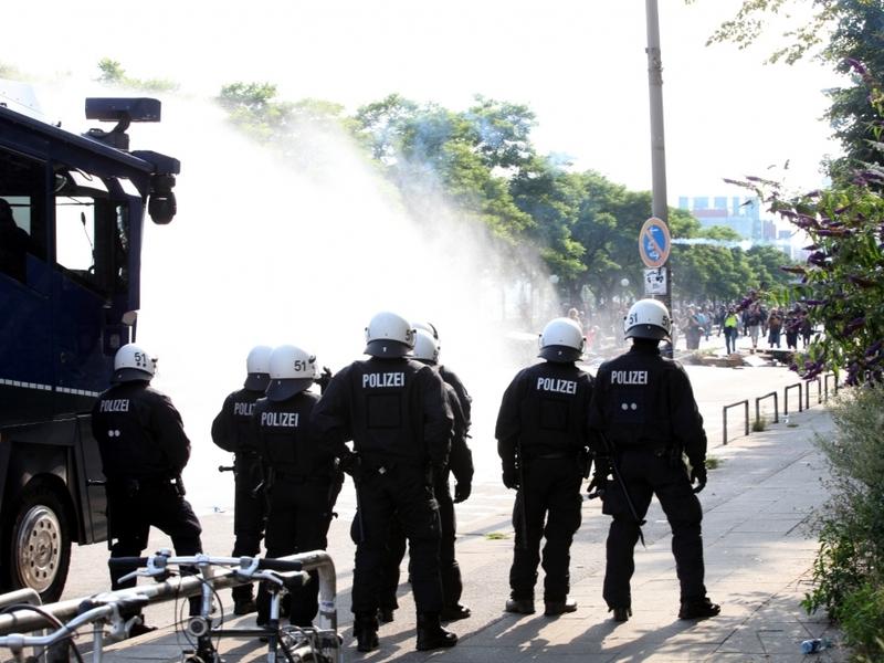 Wasserwerfereinsatz bei Anti-G20-Protest in Hamburg am 07.07.2017 - Foto: über dts Nachrichtenagentur