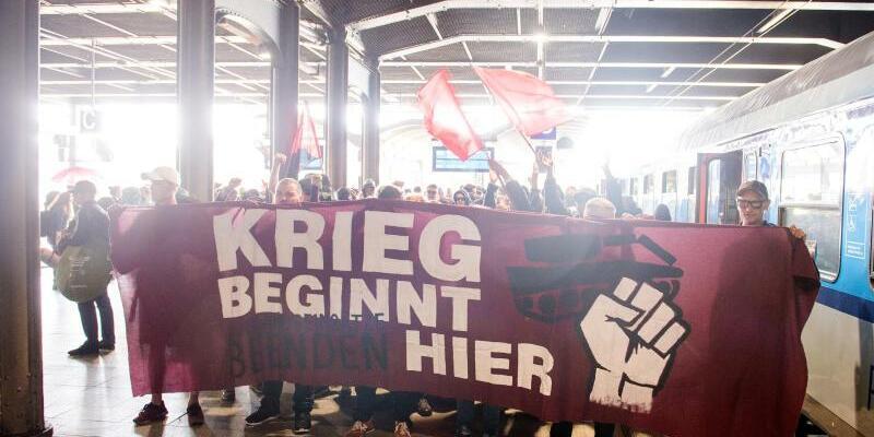 «Krieg beginnt hier» - Foto: Daniel Bockwoldt