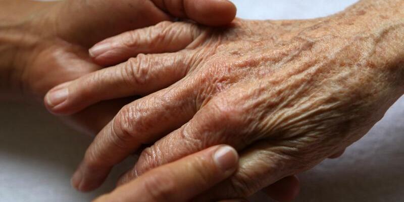 Immer mehr Ältere im Krankenhaus - Foto: Oliver Berg dpa/Symbolbild