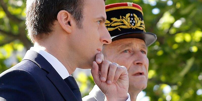 Macron und de Villiers - Foto: Etienne Laurent