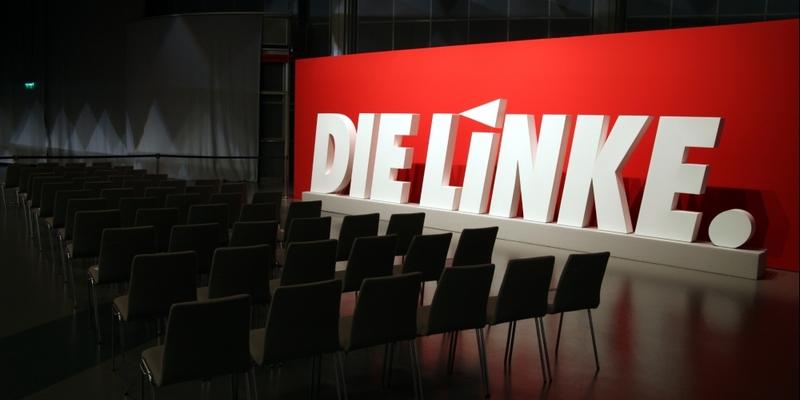 Linkspartei-Logo auf Parteitag - Foto: über dts Nachrichtenagentur