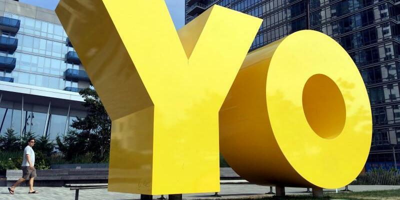 Gelbe Skulptur «OY/YO» - Foto: Johannes Schmitt-Tegge/dpa