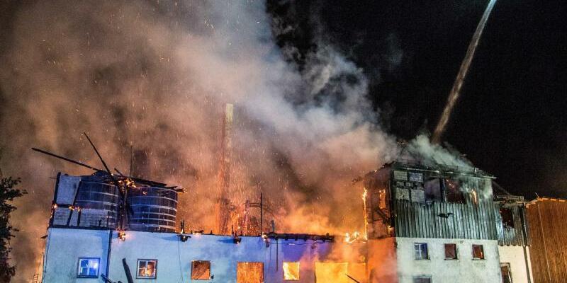 Feuer auf Gestüt - Foto: Friebe