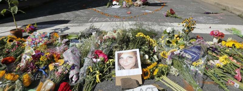 Blumen für Heather Heyer in Charlottesville - Foto: Steve Helber
