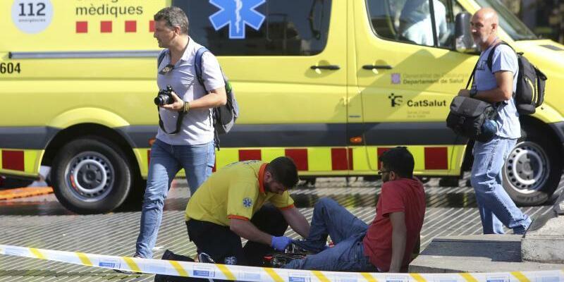 Versorgung eines Verletzten - Foto: Oriol Duran