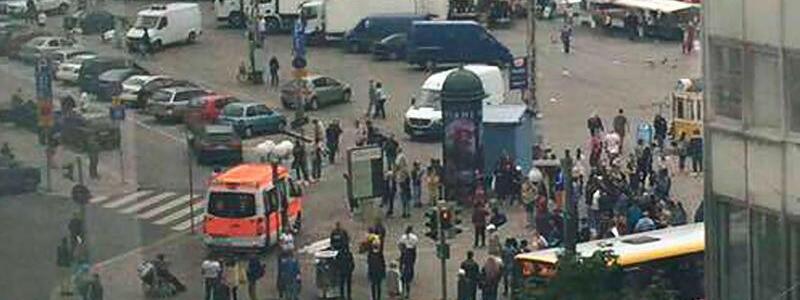 Rettungskräfte in Turku - Foto: Rettungskräfte auf dem Marktplatz in Turku:Die Polizei hat auf einen Messerangreifer geschossen, der zuvor mehrere Menschen verletzt hatte. Foto:Facebook