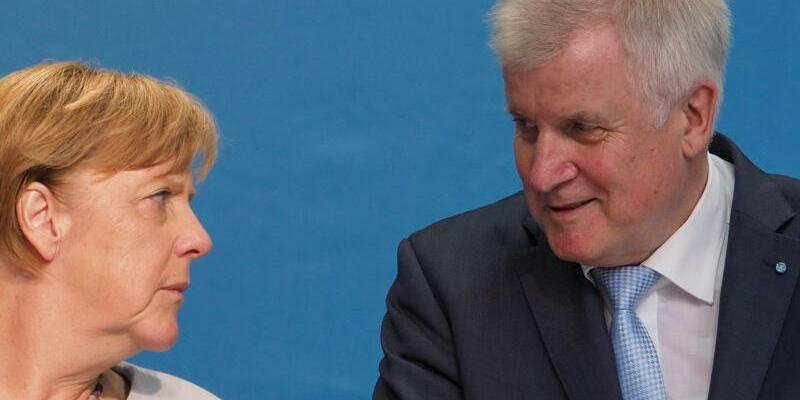 Wahlkampf Seehofer mit Merkel - Foto: Nicolas Armer/Archiv