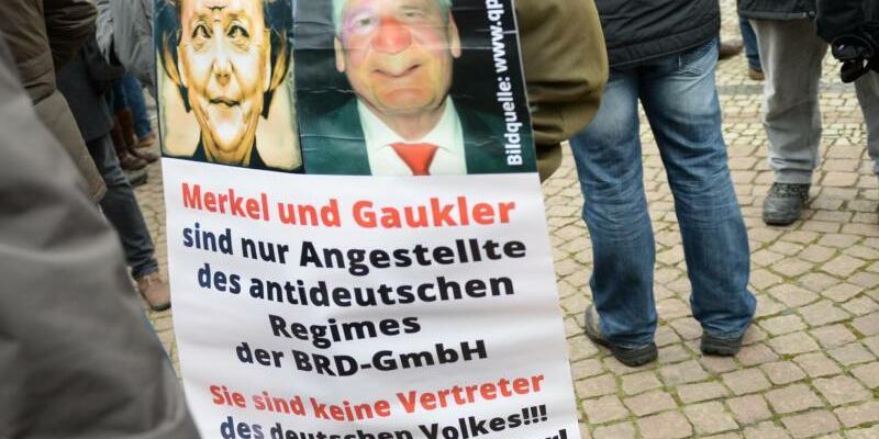 Volksverräter - Foto: Arno Burgi
