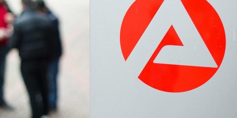 Arbeitsagentur-Logo - Foto: Julian Stratenschulte/Archiv
