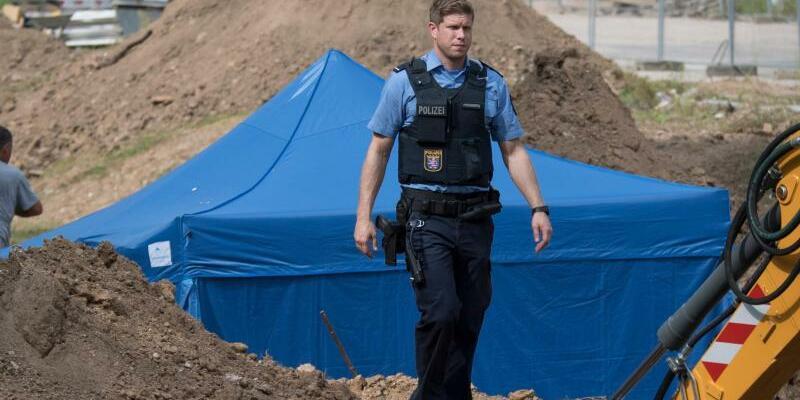 Fundort - Foto: Bis Sonntag schützt ein Zelt die britische Luftmine. Foto:Boris Roessler