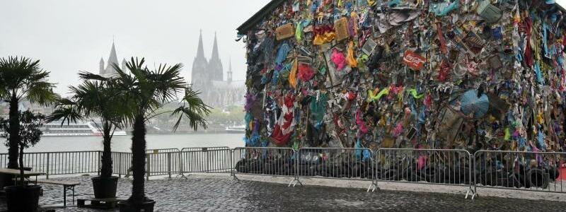 """""""Save The World""""-Hotel von HA Schult - Foto: Henning Kaiser"""