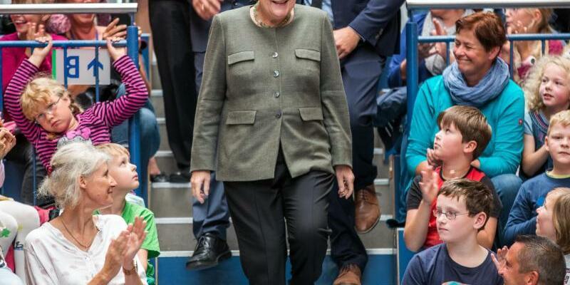 Merkel eröffnet Aktion Bücherturm - Foto: Jens Büttner