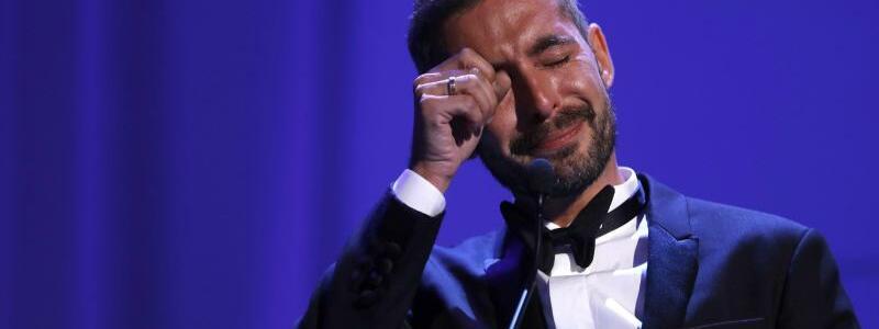 Filmfestival Venedig -  Xavier Legrand - Foto: Von den Gefühlen überwältigt:Gleich zwei Auszeichnungen gingen an den Franzosen Xavier Legrand.Für sein Scheidungsdrama «Jusqu?à la garde» wurde er mit dem Silbernen Löwen für die beste Regie geehrt. Zuvor hatte er bereits den Luigi-De-Laurentiis-Preis