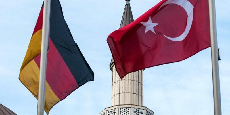 Deutsche und türkische Fahne - Foto: Bernd Thissen
