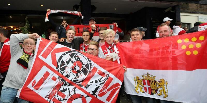 Köln-Fans - Foto: Zahlreiche Fans ohne Karten haben den 1. FC Köln nach London begleitet. Foto:Nick Potts
