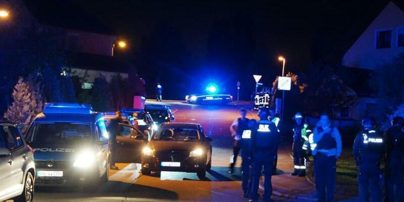 Drei Tote nach Schüssen in Wohnhaus - Foto: Maurer/SDMG