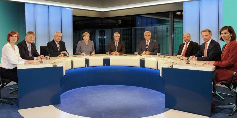Berliner Runde - Foto: In der sogenannten Elefantenrunde diskutieren die Chefredakteure von ARD und ZDF mit den Parteispitzen und Spitzenkandidaten im ARD-Hauptstadtstudio. Foto:: ARD-Hauptstadtstudio/Axel Berger
